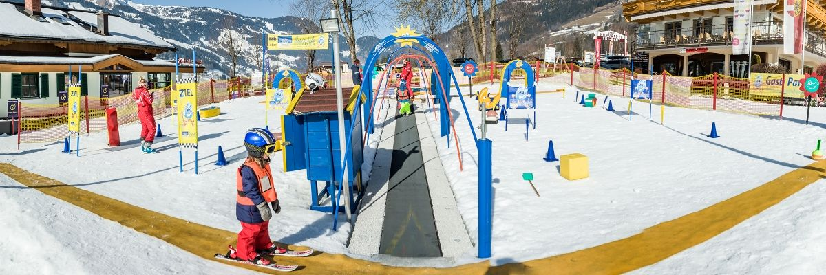 Ski lessons for children in the Gasti-Snowpark in Dorfgastein